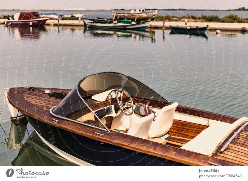 Boot im Retro-Stil retro alt altehrwürdig Design Geschwindigkeit schön Armaturenbrett Transport klassisch Hintergrund hölzern reisen nautisch Wasser Schnellboot