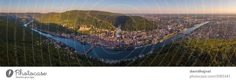 Panorama-Stadtbild von Heidelberg mit dem Neckar. Großstadt Deutschland Europa Fluss Rhein Wasser Dröhnen Antenne Luftaufnahme Wald Baum Sicht Sightseeing