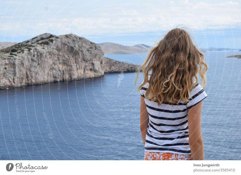 Aussichtspunkt von der Pirateninsel Insel Meereslandschaft Meerwasser Wasser Küste blau Sommer Himmel Ferien & Urlaub & Reisen Felsen Klippe Bucht Menschenleer