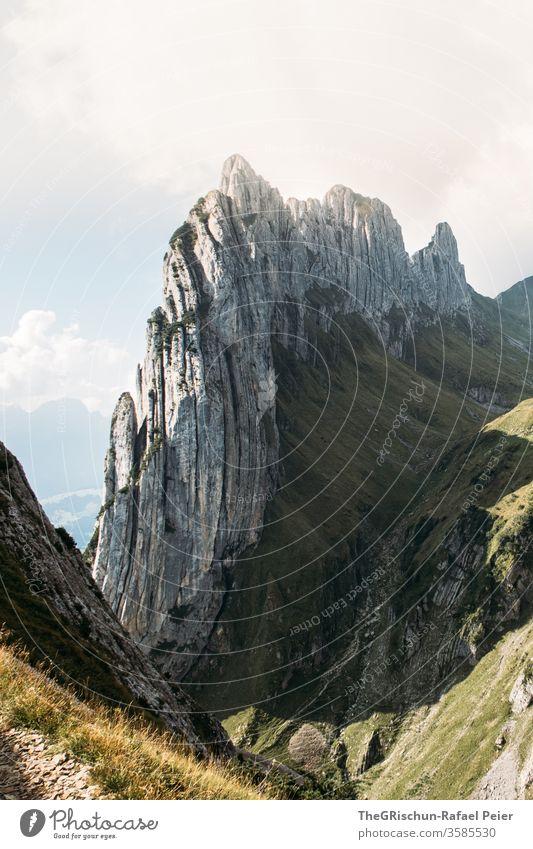 Bergkette in den schweizer Alpen - Saxer lücke Berge u. Gebirge Felsformation Schweiz wandern Natur Felsen Landschaft Wolken Aussicht Menschenleer imposant hoch