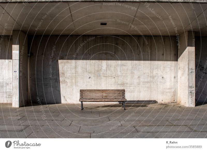 Entspannung gärten park holz hölzern wand beton zement stuhl einsamkeit landschaft hintergrund graffiti verschmutzt böden bürgersteig gehsteig straße