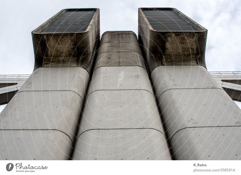Lüftung wand beton konstruktion himmel belüftung feuerrost wolken grau technologie gebäude licht tage hintergrund urbano leer entwerfen dunkel stil haus stadt