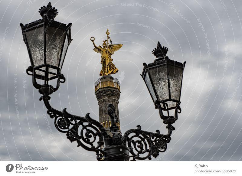 Siegessäule in Berlin mit Laterne siegesdenkmal tierpark statuen säulen victoria kriegen skulptur lampe laterne preussen preussisch hauptstadt deutsch europa