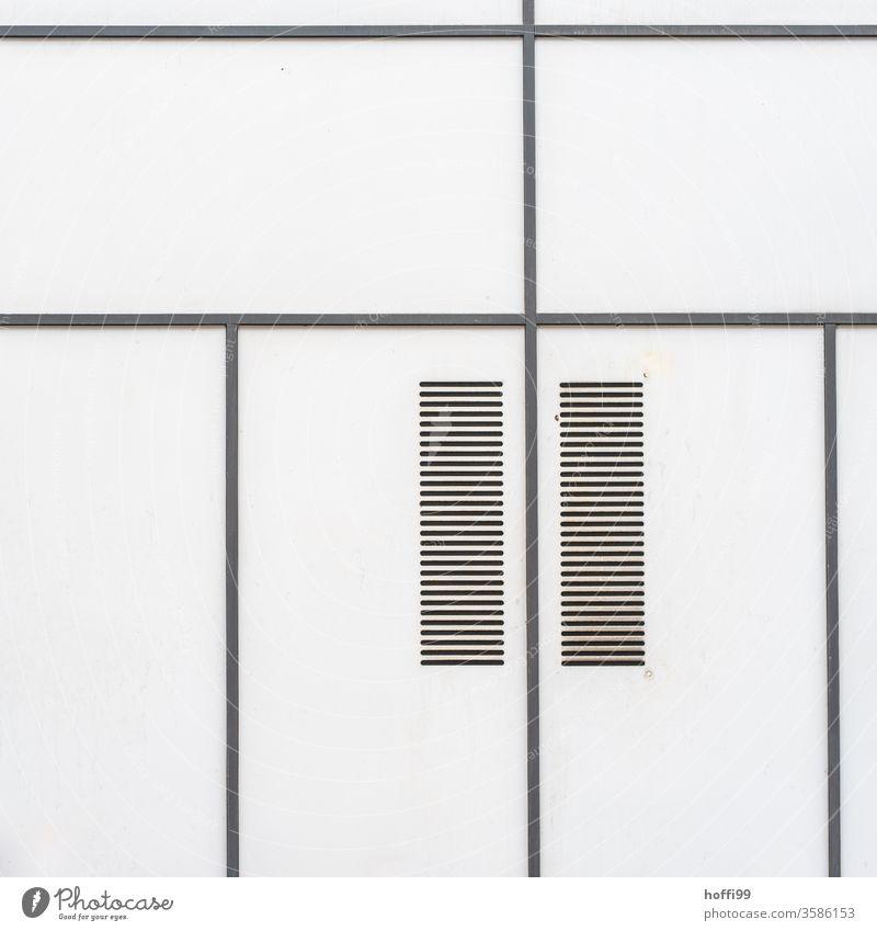 Linien mit Lüftungsschlitzen bilden ein einfaches fast schon  meditatives Muster - weniger ist mehr Abstrakt schwarz weiß minimalistisch