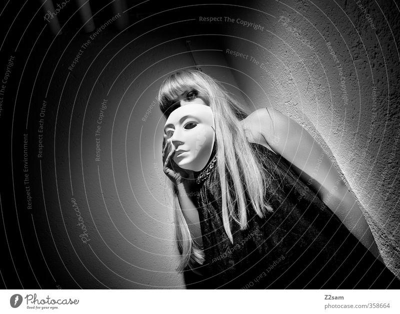 zwielicht | oper IV elegant Stil Keller feminin Junge Frau Jugendliche 18-30 Jahre Erwachsene Oper Mode Kleid blond Pony festhalten träumen Traurigkeit dunkel