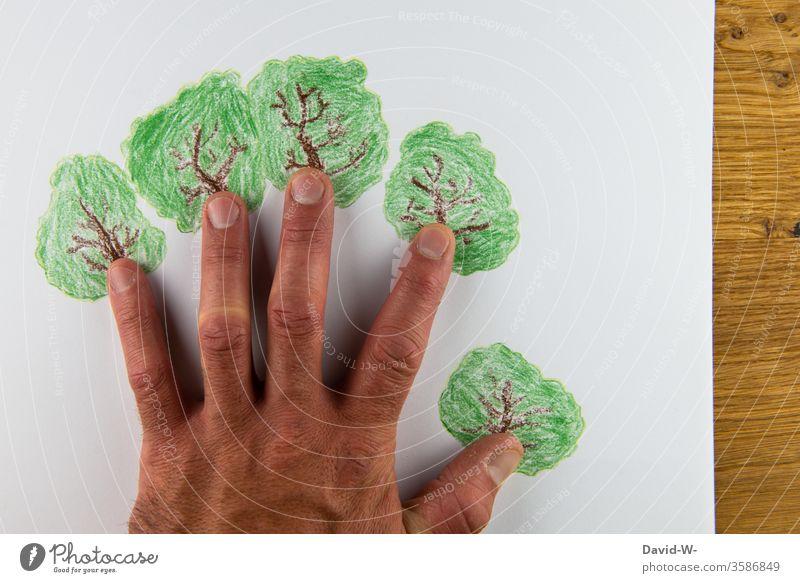 Umwelt - helfende Hand umweltfreundlich Umweltschutz nachhaltig Nachhaltigkeit pflanzen Pflanze Baum bäume Gärtner Pflanzenschutz wachsen Wachstum