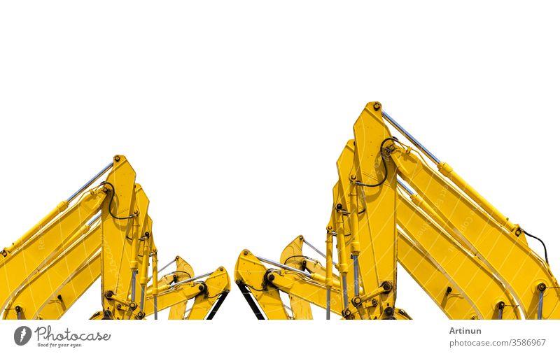 Gelber Tieflöffelbagger mit hydraulischem Kolbenarm isoliert auf weiß. Schwere Maschine für Aushubarbeiten auf der Baustelle. Hydraulische Maschine. Riesiger Bulldozer. Schwere Maschinenindustrie. Maschinenbau.