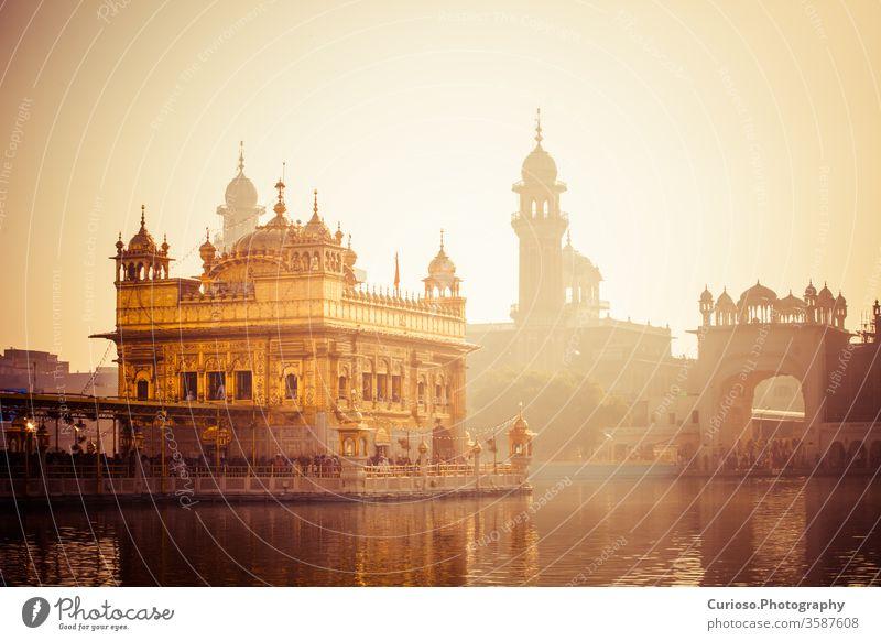 Goldener Sikh-Gurdwara-Tempel (Harmandir Sahib). Amritsar, Punjab, Indien golden Glanz Turm reisen Moschee Murmel gurdwara Wahrzeichen Anbetung Symbol