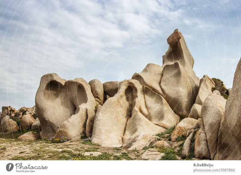Capo Testa –Sardinien - bizarr geformt beeindruckende Granitfelsen im Valle di Luna. Das Paradies für die 68er….. Felsen 68er generation Hippie Aussteiger