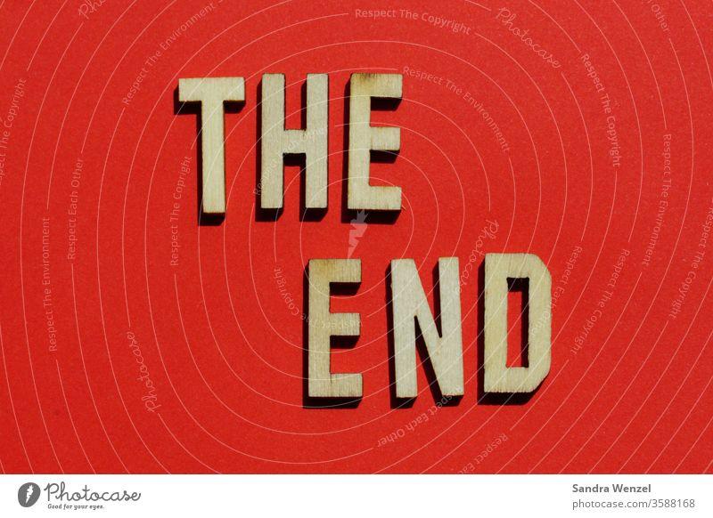 The End Buchstaben Ende zuende endend Film rot dasende Abschluss Neubeginn Neuanfang Anfang