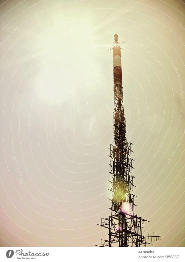 auf Empfang Stadt modern Kommunizieren Zukunft Technik & Technologie Telekommunikation Turm Bauwerk Handy Wissenschaften Strahlung Informationstechnologie
