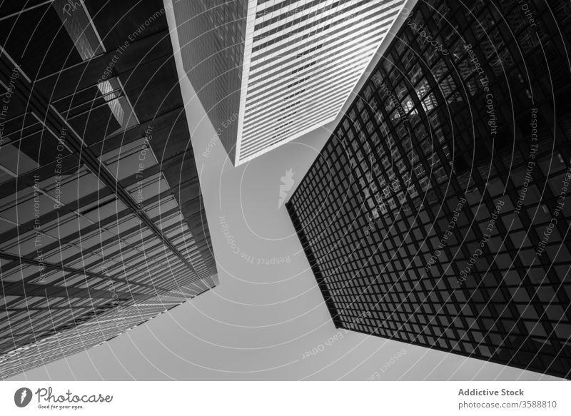 Moderne Wolkenkratzer an einem sonnigen Tag in New Your City Konstruktion Zeitgenosse Glas Großstadt Megalopolis Gebäude urban Stadtzentrum New York State USA