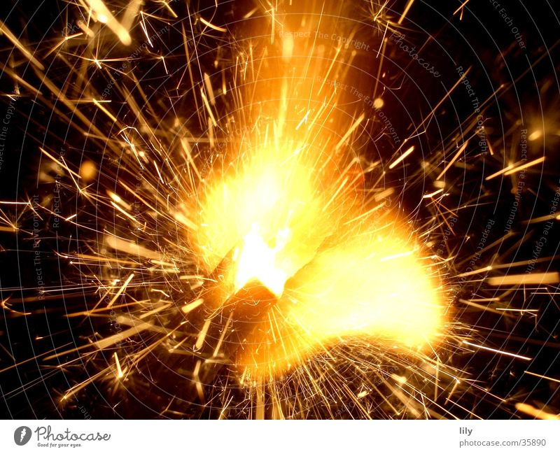 Zisch Licht Wunderkerze Silvester u. Neujahr Makroaufnahme Nahaufnahme Brand Funken sprühen