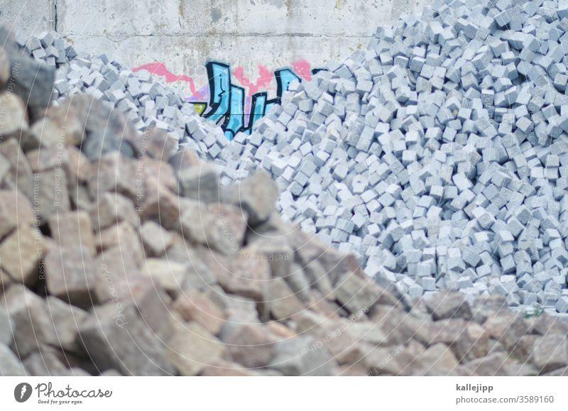 würfelzucker Steine Lager Lagerhaus Lagerhalle Halde Haufen Quader Würfel Granit Straßenbau Außenaufnahme Fabrik Tag Fassade Gebäude Industrie Menschenleer