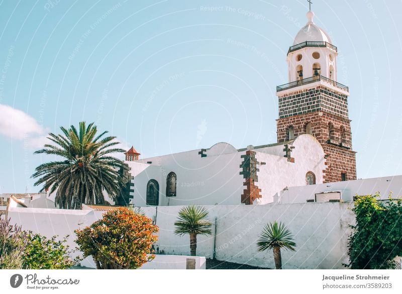 Iglesia de Nuestra Señora de Guadalupe, Teguise, Lanzarote, Spanien Kanarische Inseln Kanaren spanische Inseln Altstadt Kirche Kirchturmspitze getüncht