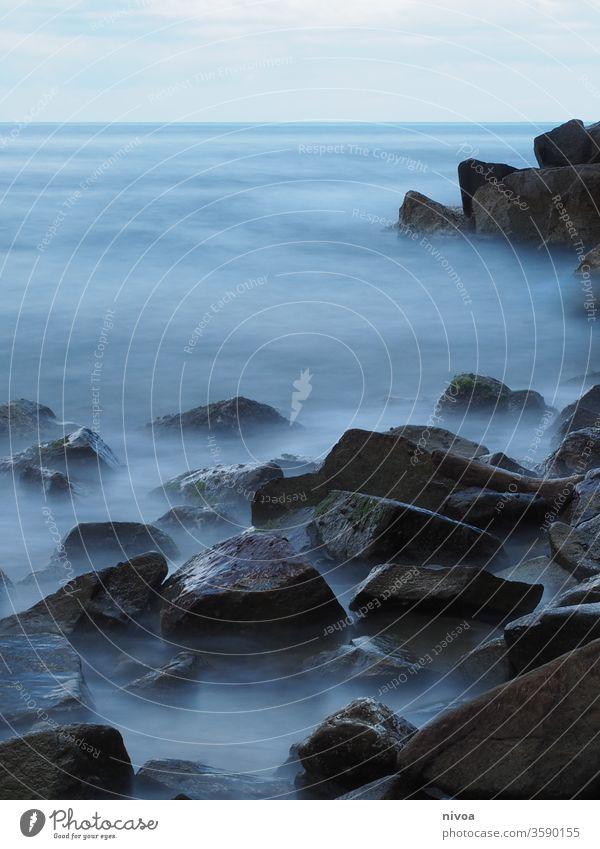 Küste Meer Wellen Langzeitbelastung Steine neblig Ferien & Urlaub & Reisen Felsen Farbfoto Landschaft Außenaufnahme Emotiondesign Tag Abenteuer Wasser Strand