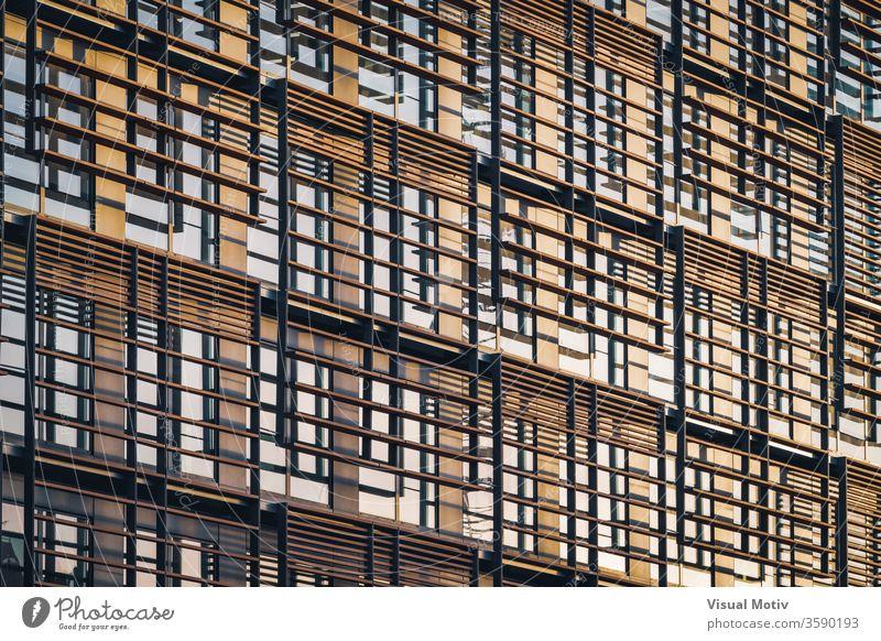 Geometrische Fassade eines minimalistischen Gebäudes unter dem letzten Nachmittagslicht abstrakt abstrakter Hintergrund abstrakte Fotografie Nachmittagslichter