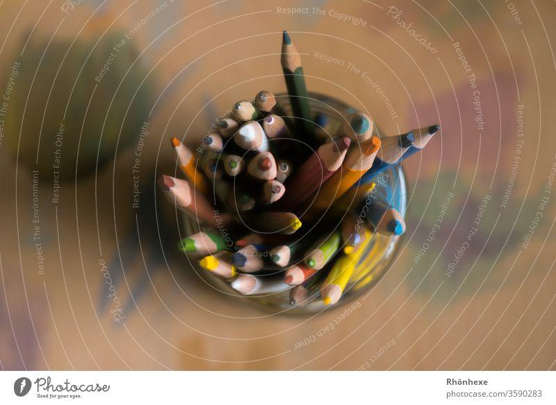 buntes Buntstiftdurcheinander im Glas Buntstifte Schreibstift Farbfoto mehrfarbig Schreibwaren Innenaufnahme Schwache Tiefenschärfe Freizeit & Hobby