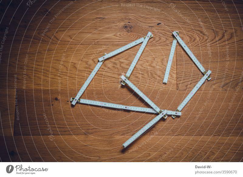 Werkzeug - Zollstock Handwerk Handwerker heimwerken bauen planen messen ausmessen nachmessen Holzboden Parkettboden Perspektive kreativ Baustelle Farbfoto
