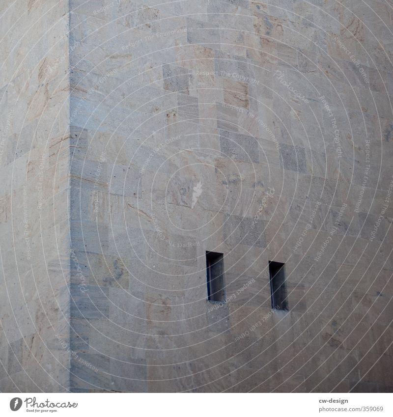 Am Fenster Haus Wand Architektur Gebäude Mauer grau Fassade Bauwerk Denkmal Sehenswürdigkeit