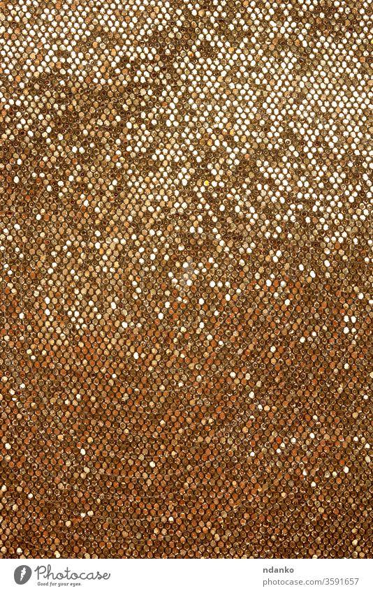 goldenes Leder mit glänzender Textur zum Nähen von Kurzwaren abstrakt Hintergrund Tasche blanko hell braun Nahaufnahme Farbe Bügelfalte schillernd Dekor