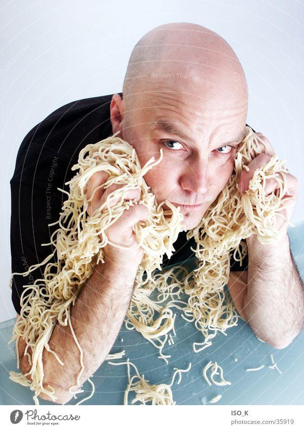 Nudeloper Mann blau Gesicht Ernährung Spielen Lebensmittel Lifestyle Werkstatt Glatze Gesichtsausdruck Nudeln