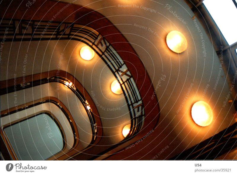 Umgefallen.. Treppenhaus Gebäude Morgen Arbeit & Erwerbstätigkeit Architektur Licht