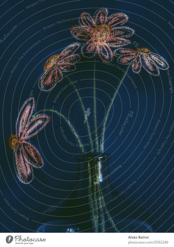 Gemalte Blumen in echter Vase Kreide Kreativität Farbfoto Tafel Kunst Bunt Blumenstrauß