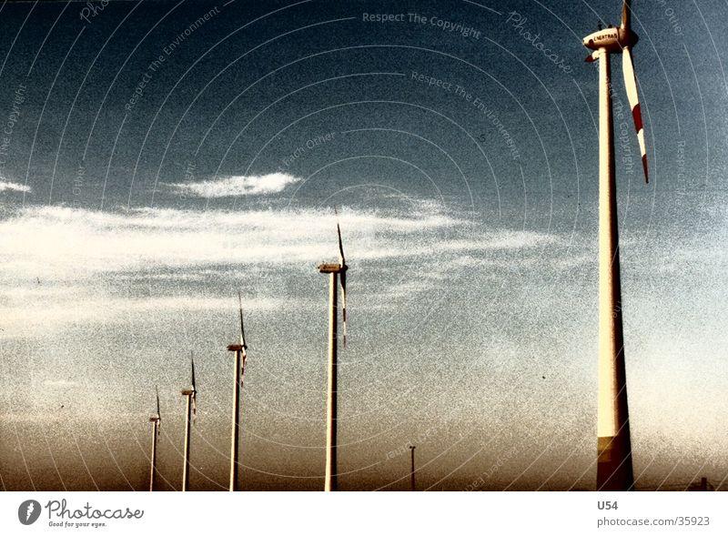 Strom Wolken Autobahn Windstrom Windkraftanlage Himmel Landschaft