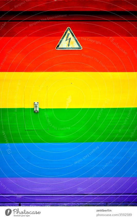 Regenbogen unter Strom bi bunt elektrizität farbe freiheit freizügigkeit gay kunterbunt lesbisch lgbt regenbogen schwul sex sexualität streifen trafo trafohaus