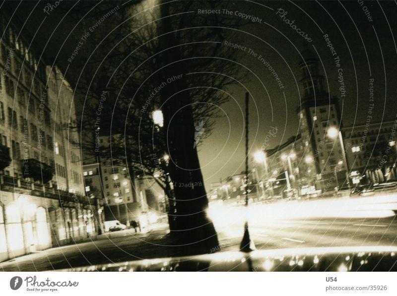 Nachts Frankfurter Tor Langzeitbelichtung Gebäude Baum Berlin Straße Licht
