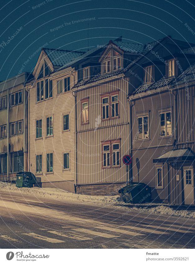 Häuser in Tromso Norwegen Tromsø norwegen dunkelheit weiß Polarkreis winter einsamkeit Depression