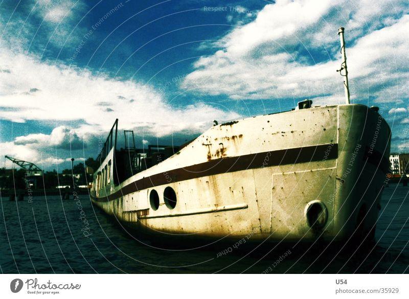 Hafenrundfahrt Spree Wasserfahrzeug Passagierschiff Wolkenhimmel Schifffahrt Fluss
