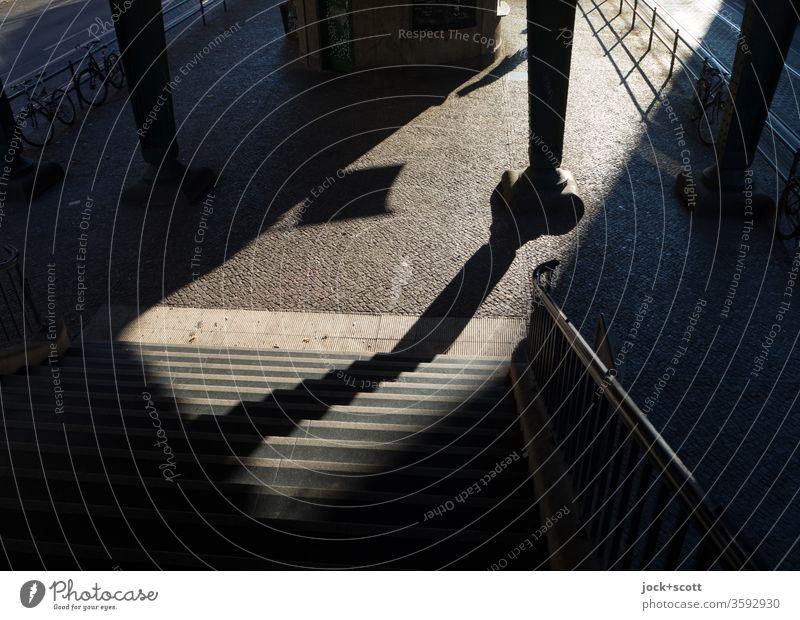 Aufgang für den großen Abgang Weitwinkel Treppe Low Key Silhouette Sonnenlicht Schatten Strukturen & Formen abstrakt Schattenspiel Zeit Stimmung Gefühle