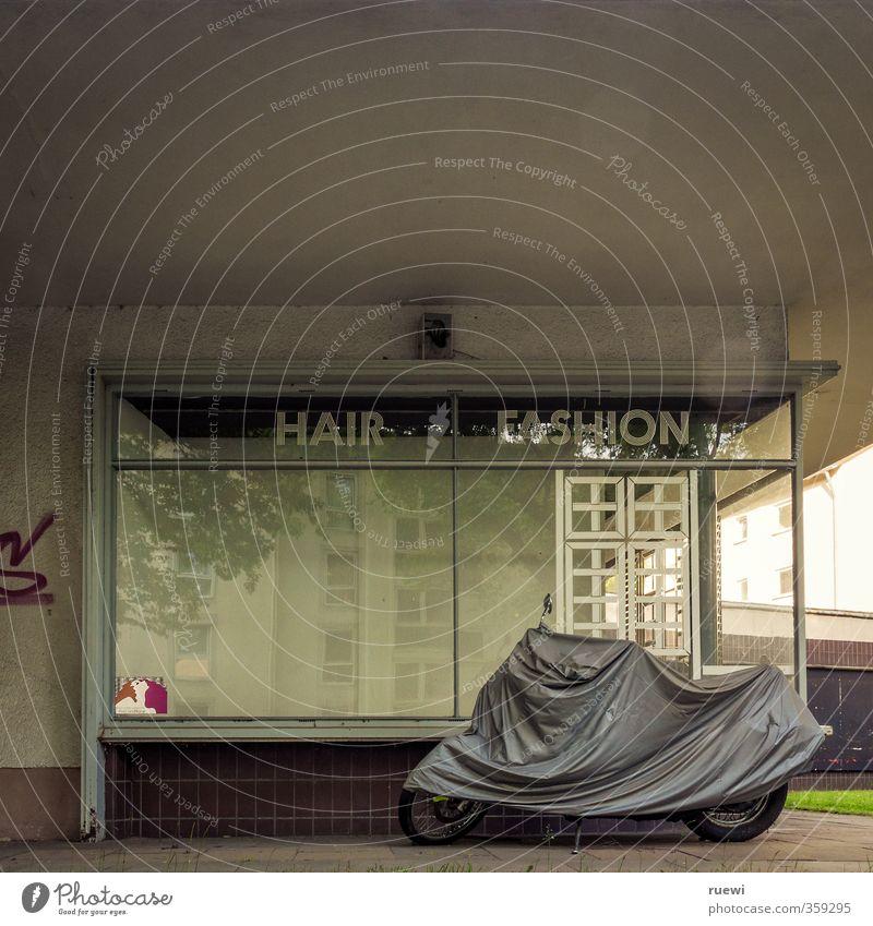 Hair | Fashion alt schön Stadt grün Haus Haare & Frisuren Architektur braun trist Armut Schriftzeichen retro Verfall Körperpflege Ladengeschäft Handwerk