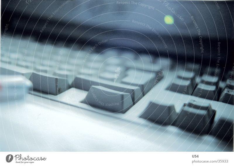 morgens halb7 auf arbeit.. Morgen dunkel Unlust Langeweile Makroaufnahme Nahaufnahme Computer Müdigkeit Tastatur