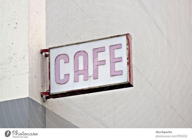 Das Café an der Ecke Ferien & Urlaub & Reisen alt Stadt Haus Wand Mauer Gebäude Berlin grau Metall rosa Fassade Glas Schilder & Markierungen Beton