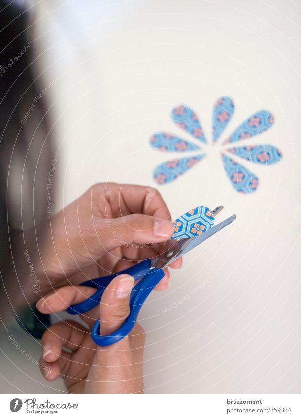Flowerchild Basteln Kindergarten Schere Mensch feminin Mädchen Junge Frau Jugendliche Haare & Frisuren Hand 1 Papier ästhetisch einzigartig retro blau