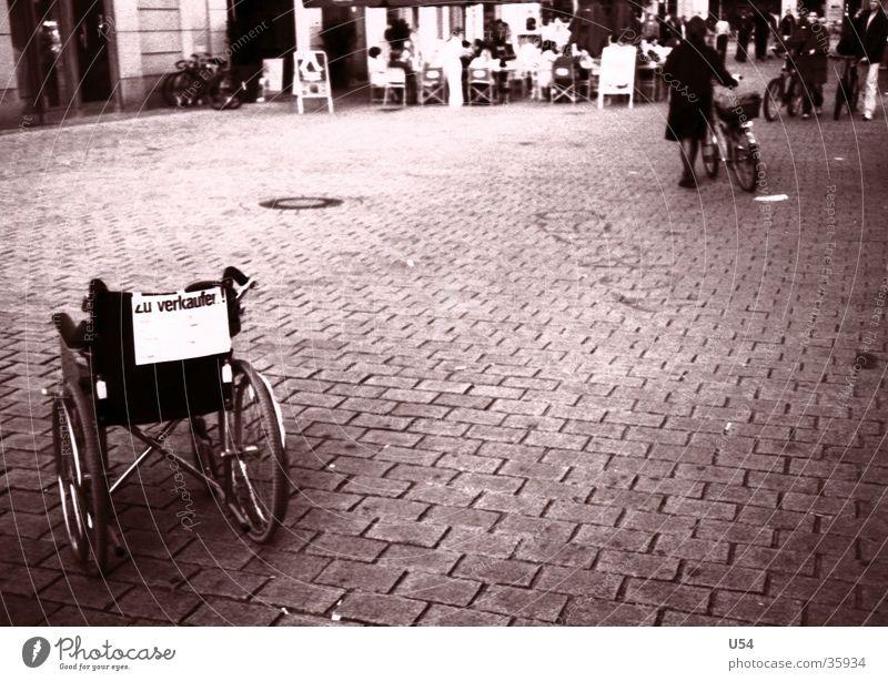 Angebot Berlin Platz Mobilität Ladengeschäft obskur verkaufen bequem Rollstuhl Gesundheitswesen