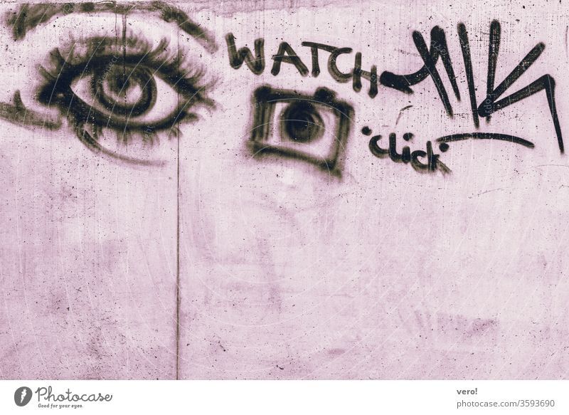 Auge, Kamera, watch, click Farbfoto Menschenleer Außenaufnahme Textfreiraum unten authentisch Freiheit Zentralperspektive Tag Straße Kleinstadt