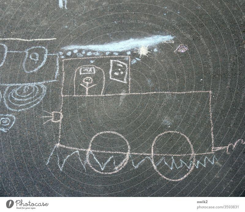 Ausflug Kreidezeichnung kreidemalerei kindlich Asphalt unten Straße Straßenkunst Strassenmalerei Lokomotive Zug Zugfahrt Spielen Tag Kindheit Zeichnung Kunst