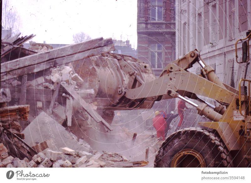 Abrissbeutel abriss bagger altstadt Geröll altstadtviertel historisch städtesanierung stadtsanierung städteplanung immobilien bauarbeiten