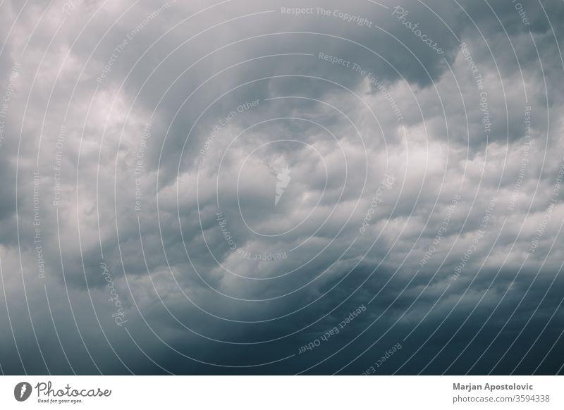 Blick auf die stürmischen Wolken am Himmel Umwelt Air Landschaft Ansicht Hintergrund Wind Desaster mystisch gefährlich Zyklon abstrakt Mysterium Atmosphäre