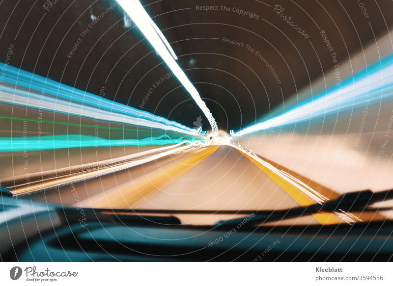 Langzeitbelichtung Tunnellichter 1 - Lichteffekte im Tunnel - Lichterband Streiflichter,  Tunnelfahrt Linie Geschwindigkeit Bewegung Nacht Verkehr