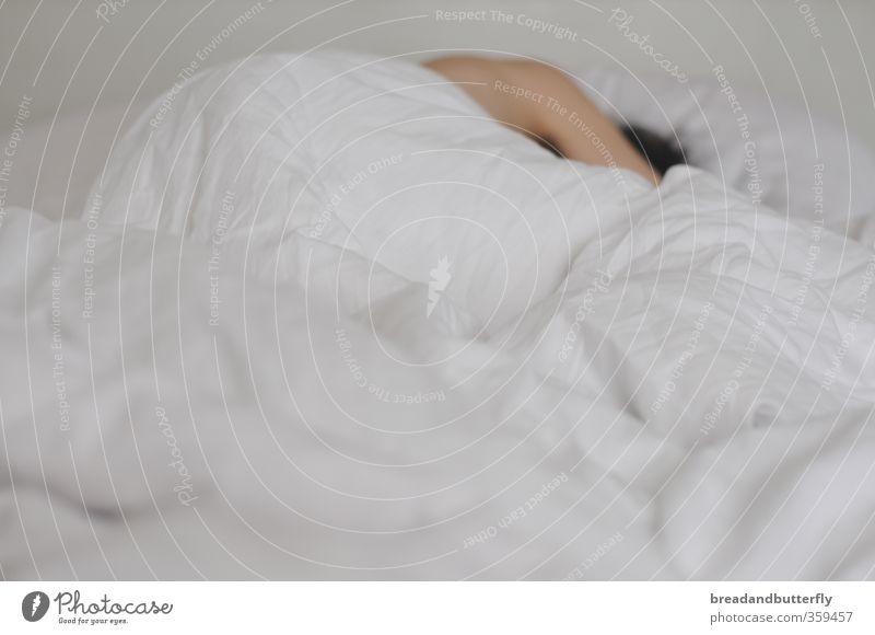 ausschlafen Mensch weiß hell maskulin Warmherzigkeit Bett Müdigkeit kuschlig Bettdecke