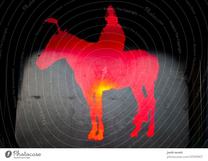 Mongolischer Reiter steht still und gelassen vor roter Ampel Kunstlicht Silhouette Piktogramm Comic stehen warten leuchten Design Fußgängerampel Signalfarbe