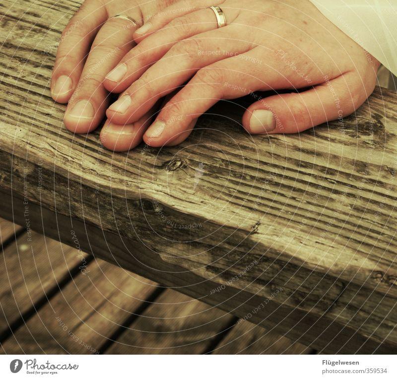 Lebensende Lifestyle Paar Partner 2 Mensch Feste & Feiern Glück Liebespaar Liebeskummer Ehe Ehepaar Ehefrau Ehering Ehemann Ehekrise Ehekarussell