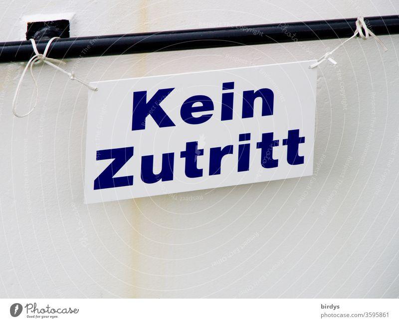 Kein Zutritt, angebundenes Schild mit der Aufschrift : Kein Zutritt Schilder & Markierungen kein zutritt Hinweisschild Verbotsschild Schriftzeichen