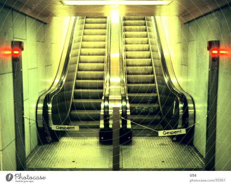 Sackgasse gehen U-Bahn obskur Reparatur Rolltreppe gesperrt Umleitung Umweg