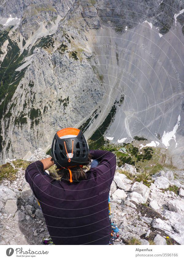 der Beobachter Berge u. Gebirge Bergsteigen Natur Höhenangst ausblick ausblick genießen Landschaft Außenaufnahme Farbfoto Ausblick Tiefblick Pause Pause machen